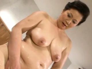 Breathtaking older japanese babe gives a vehement blow job